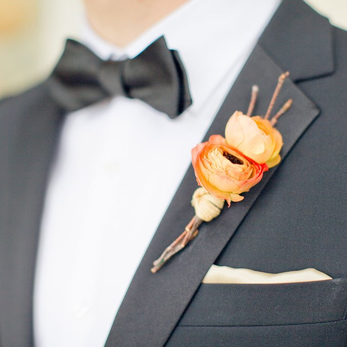 2014_bridescom-Editorial_Images-09-Groom-Boutonniere-Ideas-Large-Groom-Boutonnieres-Harrison-Studio